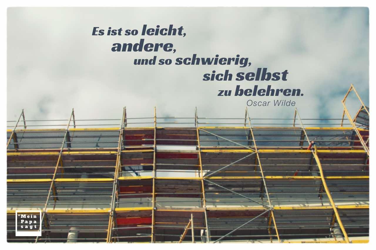 Baustelle mit Baugerüst und dem Wilde Zitate Bild: Es ist so leicht, andere, und so schwierig, sich selbst zu belehren. Oscar Wilde