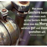 Altes Fahrrad mit Lenker und Klingel und Adenauer Zitate Bilder: Man muss das Gestern kennen, man muss auch an das Gestern denken, wenn man das Morgen wirklich gut und dauerhaft gestalten will. Konrad Adenauer