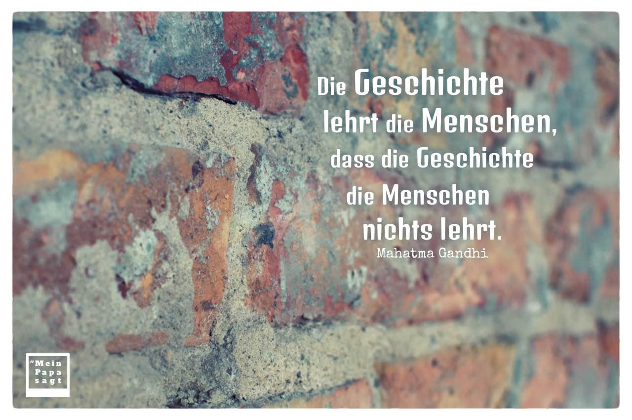 Alte Steinmauer mit Gandhi Zitate Bilder: Die Geschichte lehrt die Menschen, dass die Geschichte die Menschen nichts lehrt. Mahatma Gandhi