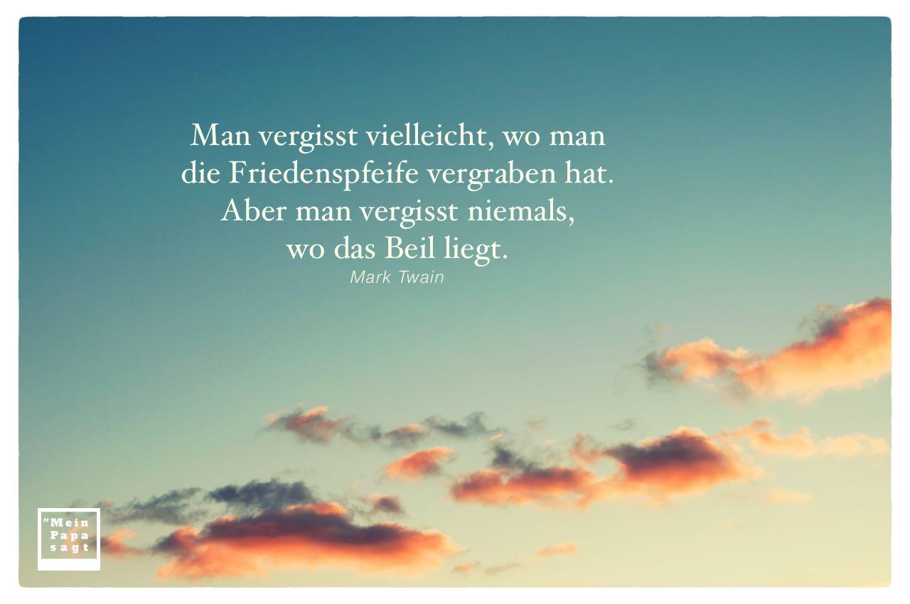 Wolken im Sonnenuntergang mit Twain Zitate Bilder: Man vergisst vielleicht, wo man die Friedenspfeife vergraben hat. Aber man vergisst niemals, wo das Beil liegt. Mark Twain
