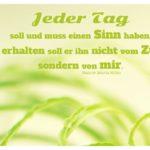 Grüne Gräser mit Rolke Affirmation mit Bild: Jeder Tag soll und muss einen Sinn haben, und erhalten soll er ihn nicht vom Zufall, sondern von mir. Rainer Maria Rilke