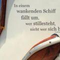 In einem wankenden Schiff fällt um, wer stillesteht, nicht wer sich bewegt - Ludwig Börne