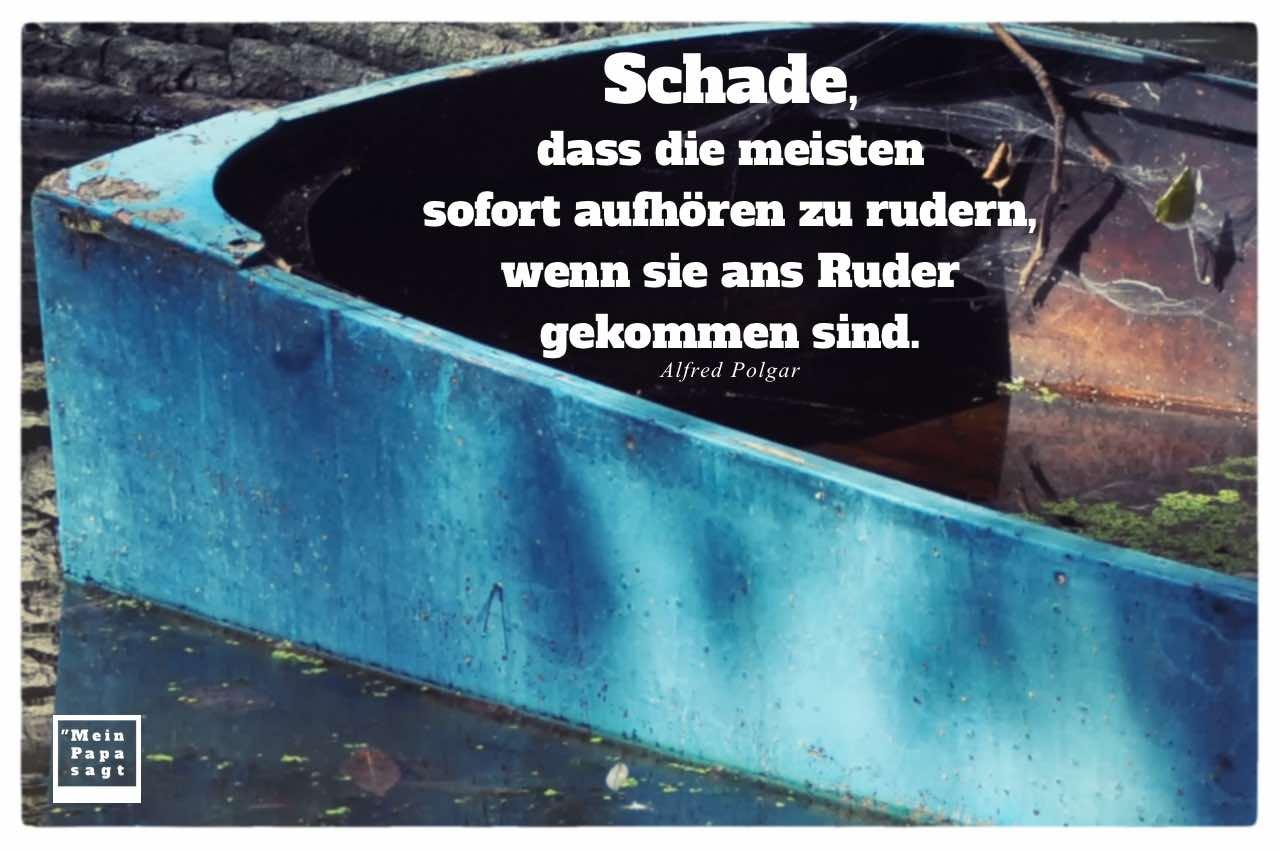 Altes Boot mit Polgar Zitate Bilder: Schade, dass die meisten sofort aufhören zu rudern, wenn sie ans Ruder gekommen sind. Alfred Polgar