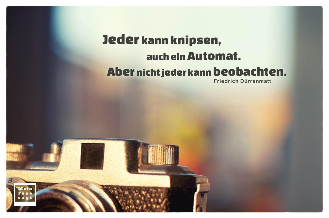 Alter kleiner Fotoapparat mit Dürrenmatt Zitate mit Bild: Jeder kann knipsen, auch ein Automat. Aber nicht jeder kann beobachten. Friedrich Dürrenmatt