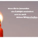 Kerzenlicht mit Mongolischen Sprichwort: Wenn du für jemanden eine Lampe anzündest, wird sie auch deinen Weg erhellen. Aus der Mongolei