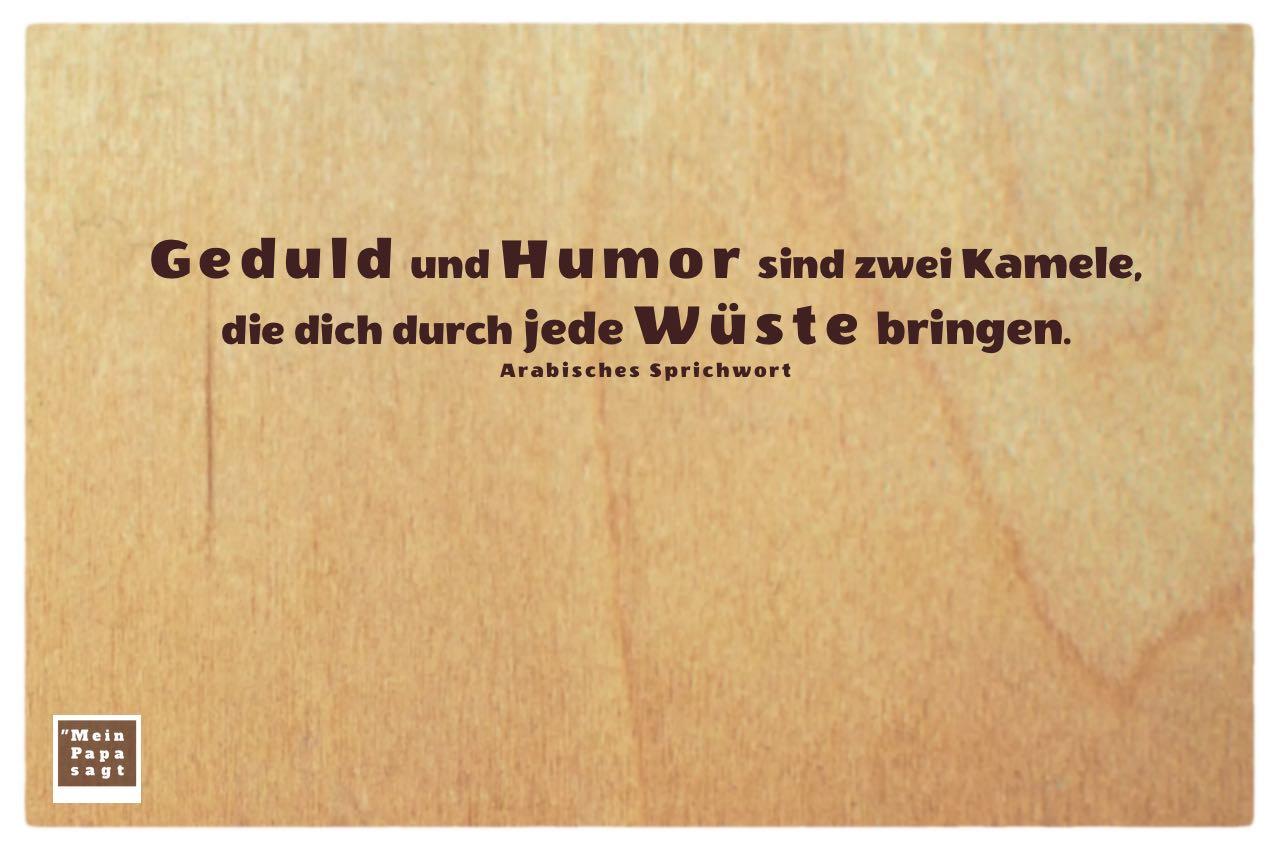 Holzplatte mit Arabischen Sprichwort: Geduld und Humor sind zwei Kamele, die dich durch jede Wüste bringen. Arabisches Sprichwort