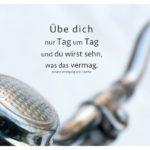 Lenker und Klingel altes Fahrrad mit Goethe Zitate Bilder: Übe dich nur Tag um Tag und du wirst sehn, was das vermag. Johann Wolfgang von Goethe